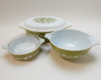 Vintage Pyrex Bowl Set of three, Crazy Daisy , Three Bowls with two tops, Excellent Condition, Free Shipping