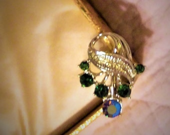 Vintage Jewerly Set that includes the Bracelet and Screw on Ear Rings from the 70's Beautiful Gold tone Set with Green and blues stones