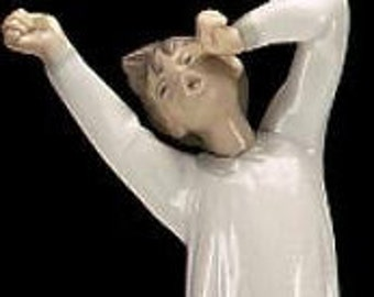 Lladro Boy Yawning, Beautiful Bisque Figurine with Glossy Finish, A+++ Figurine, Great Gift for Anyone, In Excellent Condition, reduced ship