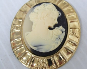 Vintage Two Toned Cameo Gold Toned Brooch , In Excellent Condition, With Reduced Shipping