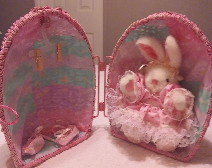 Wicker Egg Suprise- Open it and find your Bunny in her house- Original Collectable