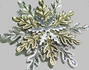 Snowflake Broch , Silver and Gold Tone with good clasp,  This Vintage Broch is a Beautiful Piece for your Holidays, With Reduced Shipping