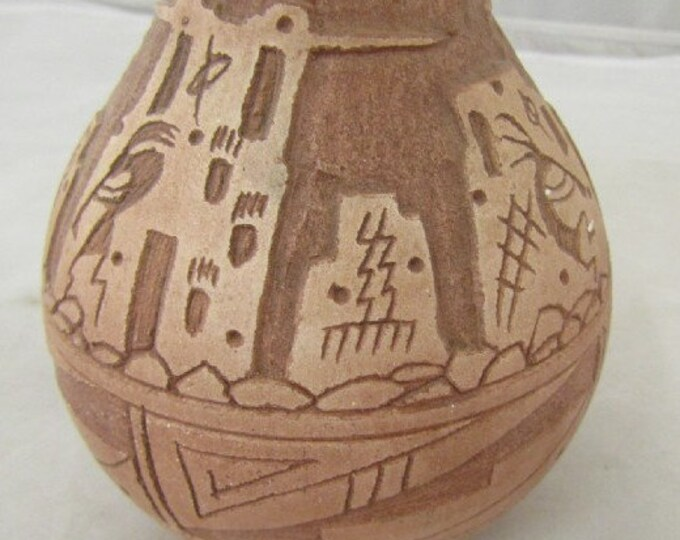 J Benally Navajo Etched Pottery Vase, Hand crafted original Navajo Vase in Excellent Condition