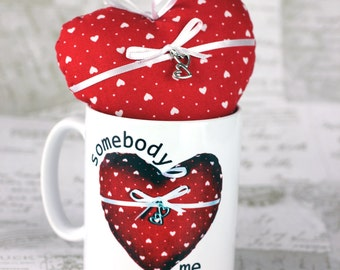 """Personalised heart mug with matching soft fabric stuffed heart """"Somebody loves me"""", great for mothers day"""
