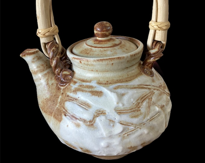Bronwyn Clarke Ceramics Teapot 3 cups.  Free delivery within Australia.