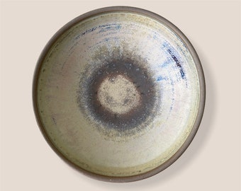 SOLD Wide serving bowl ideal for salads , fruit or pasta dishes.  Free shipping within Australia.