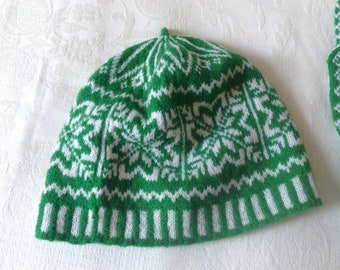 HANDMADE HAT. Hand-knit beret made in the UK in Fair Isle traditional motifs. Fashion accessory in pure wool
