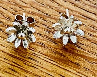 Cute daisy stud earrings, silver daisy, stud earrings, daisy studs, daisy earrings, silver daisy earrings, handmade silver daisies