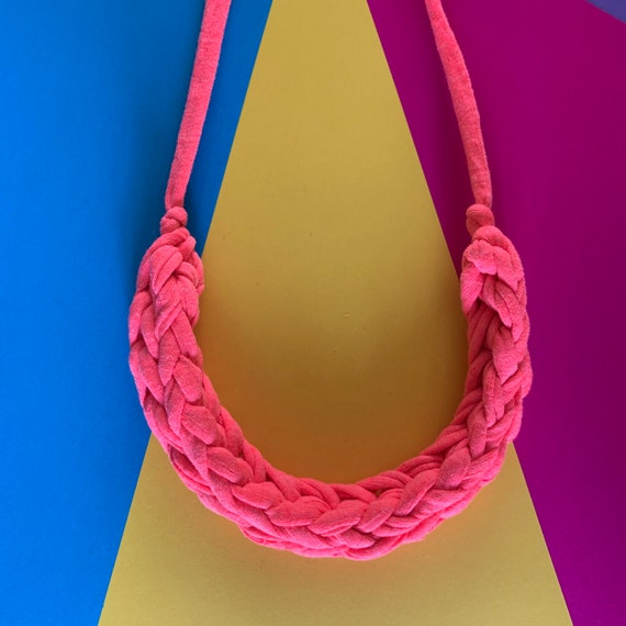 Stellen Curve necklace: VERY PINK chunky statement necklace made with pink Tshirt yarn