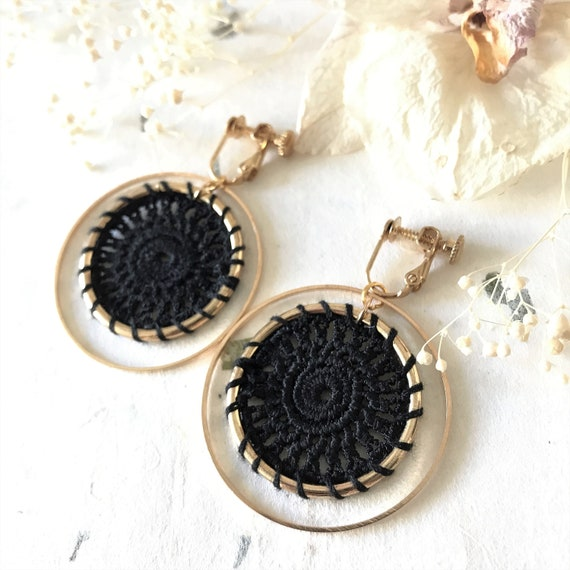BLACK /& GOLD TONE DREAM CATCHER EARRINGS WITH TASSELS GIFT BAG /& FAST FREE POST