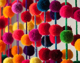Pom pom Garland / Pompoms / Mexican Handmade pom poms / Bright Colorful Strand  / set of 6, 10, 25  / Bechelorette Decir