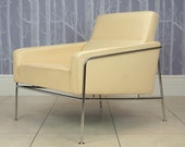 Danish Leather Arne Jacobsen Series 3300 Cream Leather Airport Armchair, Fritz Hansen, Vintage, Retro