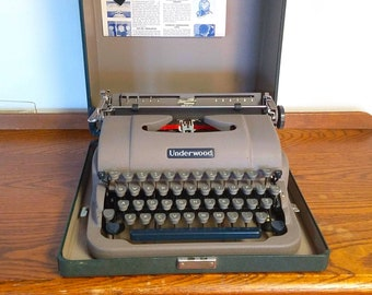 Underwood Typewriter Finger Flite Champion Manual 1950s GREAT Condition with Case