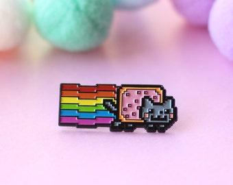 Nyan Cat Enamel Pin - Rainbow Cat with Pop-Tart Meme Pin - LGBT Pride  Kawaii Cat Pin for Jackets bbce5b7cfabb4