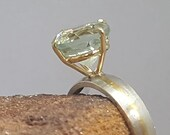 Elegant ring with green quartz in 14k gold thread chaton, on silver ring with 18k encrusted yellow gold