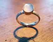 Silver ring with Cabushon cut moon stone size 58 Gemateerd