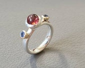 Cabochon cut Toermalijn & facet cut Tanzaite ring handmade in silver and 14kt yellow gold. Special playful ring for her.