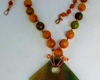 Elegant necklace, agate, aventurine, made in copper chain.