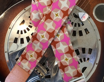Guitar strap handmade groovy retro // vintage 50s/60s mid-century modern styling in pink, beige, reddish brown, mushroom, olive colours