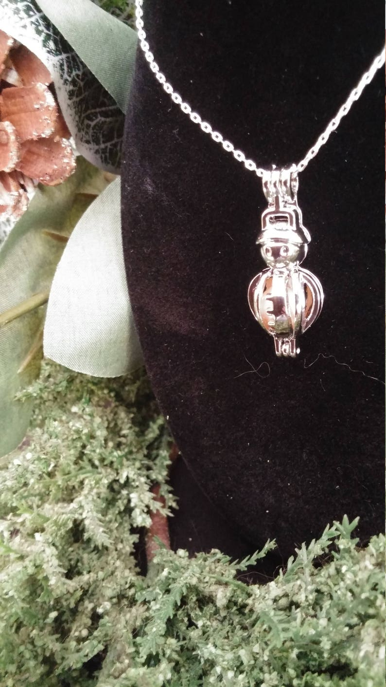 Reiki Beautiful Holiday Essential Oil Diffuser Necklace Snowman Aromatherapy Diffuser Necklace Yoga Healing Oil Necklace