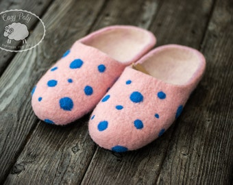 Anniversary gift Pink Slippers Blue Polka Dots Pink Shoes Womens Slippers House Shoes Felted wool shoes Indoor shoes Hausschuhe Clogs Felted