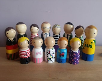 Personalised Peg Doll Family - custom family of peg dolls, personalised wooden peg dolls, custom peg doll family, peg doll cake topper
