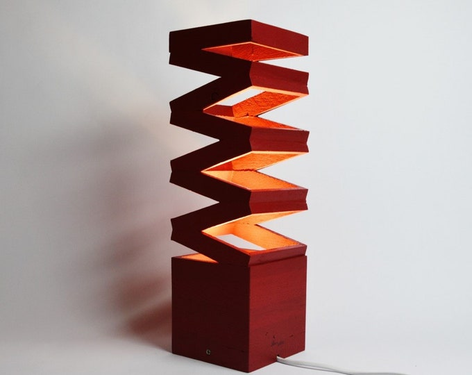 Pink Akoredeoia Wooden Design Table Lamp