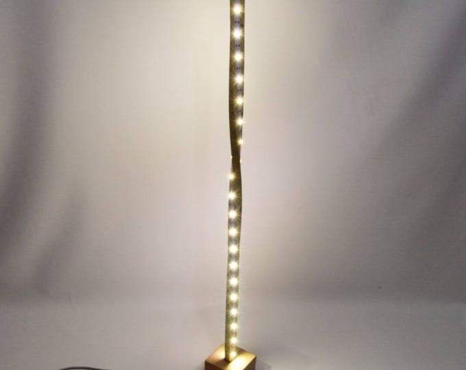 LED Minimalist oak design lamp twisted LININ 70cm