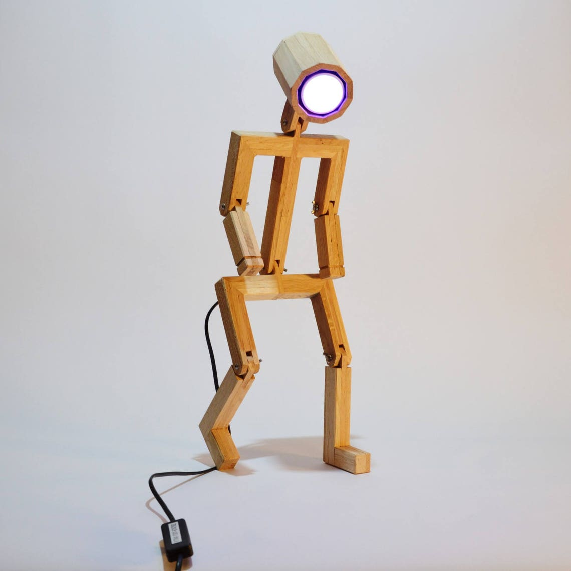 Articulated Design lamp Madame, Made from recycled wood, Anloefu - Eclairage