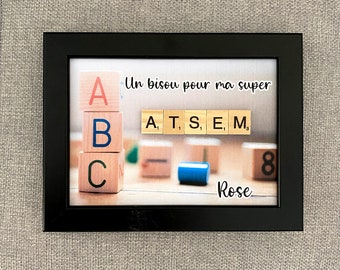 Customizable scrabble frame - A kiss for my super ATSEM - white/black frame
