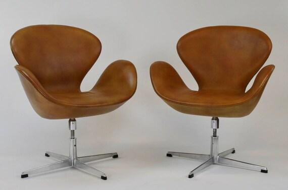 Marvelous Pair Of Arne Jacobsen Swan Chairs For Fritz Hansen 1963 Evergreenethics Interior Chair Design Evergreenethicsorg