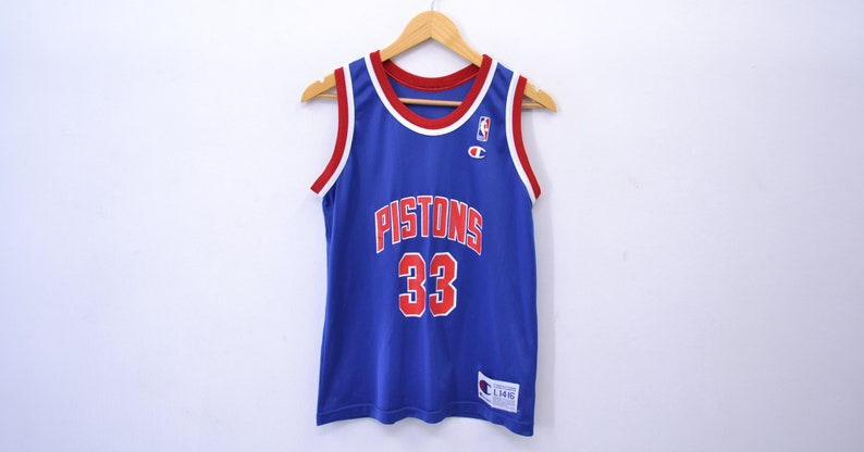 the best attitude 81f02 7d9eb Detroit Pistons Jersey Vintage 90s Detroit Pistons Grant Hill # 33 Champion  Jersey Made in USA size Youth Large 14/16