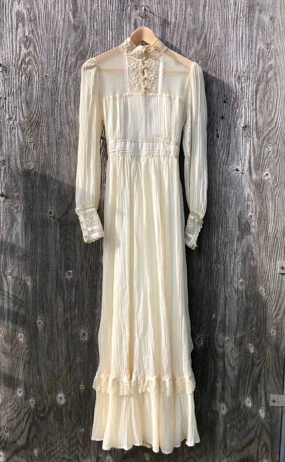 1970s Ivory & Lace Gunne Sax Dress- size small