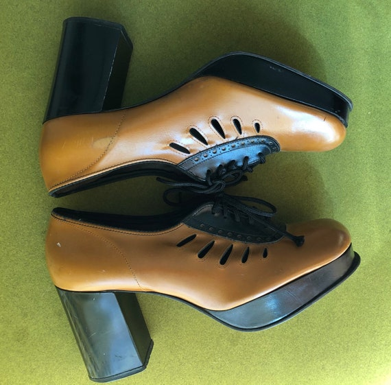 1970s Cut Out Oxford Platforms- size 7