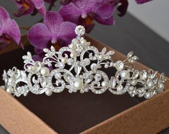 Tiara,Pearl Tiara, Leaf Pearl Wedding Tiara, Swarovski Crystal, Bridal Tiara, Gold Tiara, Gold Pearl Tiara.