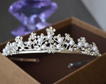 Pearl Tiara, Diamante Tiara, Leaf Pearl Wedding Tiara, Swarovski Crystal, Bridal Tiara,Bridal Pearl tiara,Silver tiara.