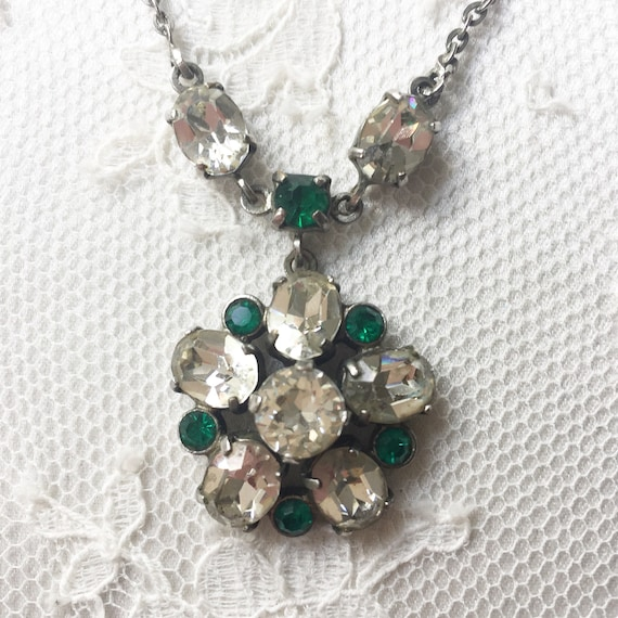 Stunning emerald and clear paste necklace with an