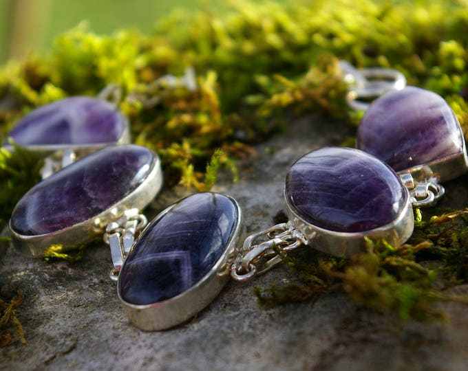 Amethyst bracelet, makes the connection with the divine, develops intuition and clairvoyance.