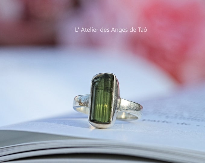 T 48 or US 4.5 green Tourmaline ring