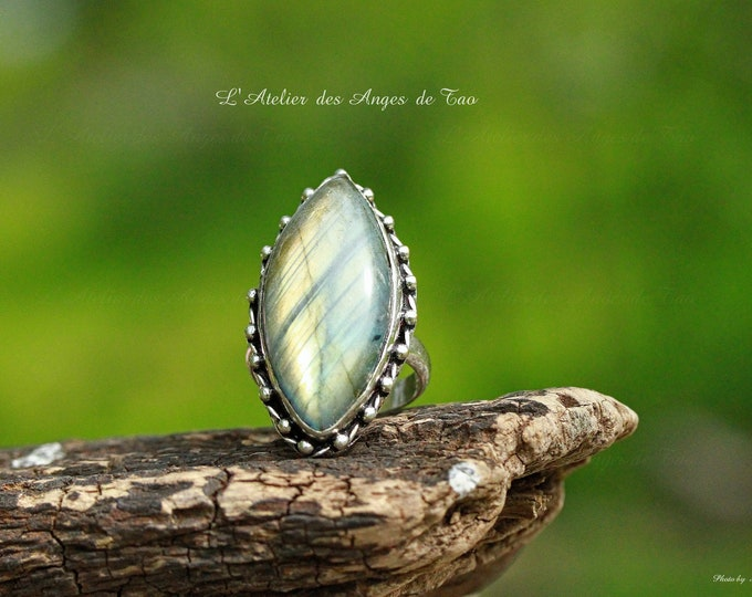Superb Labradorite ring, protective stone par excellence
