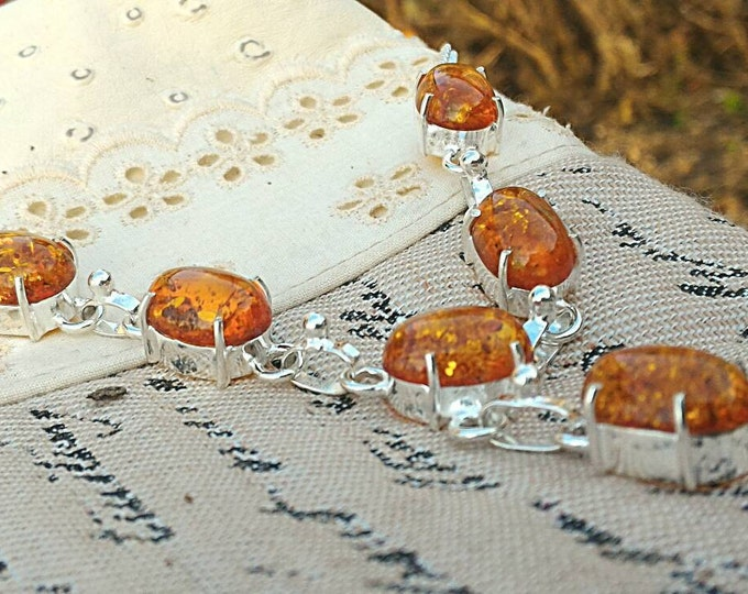 Amber necklace, protects the aura of negative energies and entities, energy and psychic vampirism.