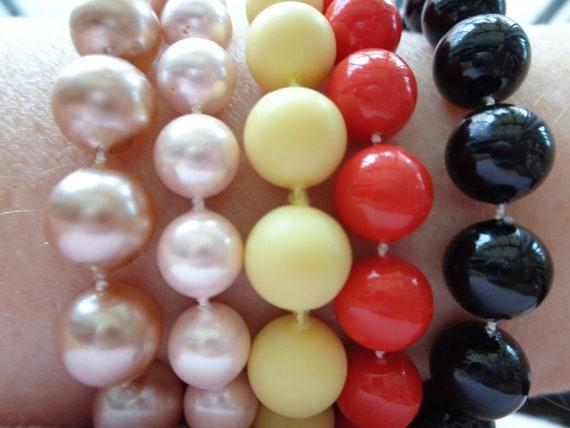 vintage faux pearl necklaces - image 4