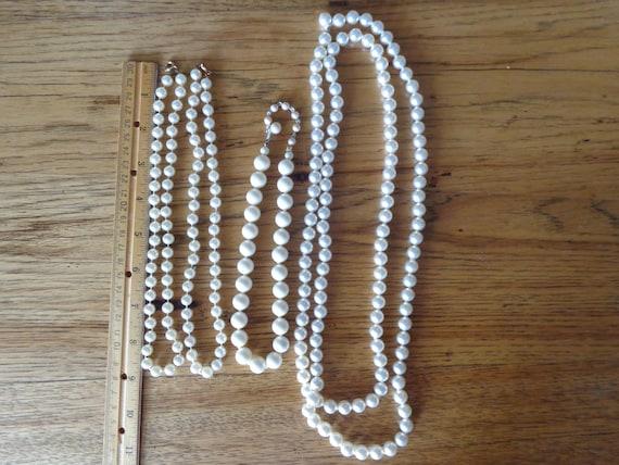 vintage faux pearl necklaces - image 9