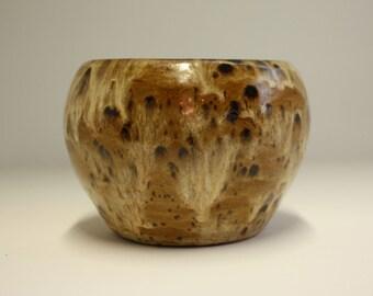 Beautiful hand made ceramic vase with variegated brown glazes / Belle vase en céramique faite à la main avec des glaçures brunes panachées