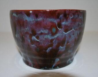 Stunning multi coloured bowl with high gloss finish / Superbe bol multi coloré avec finition brillante.