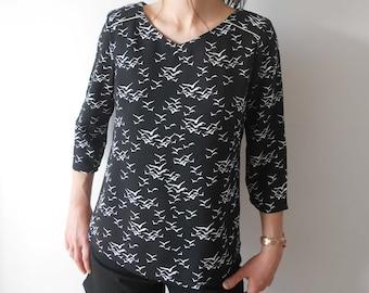 Black and White Women's Tunic Top Printed Retro Bird Neckline Back Mesketa