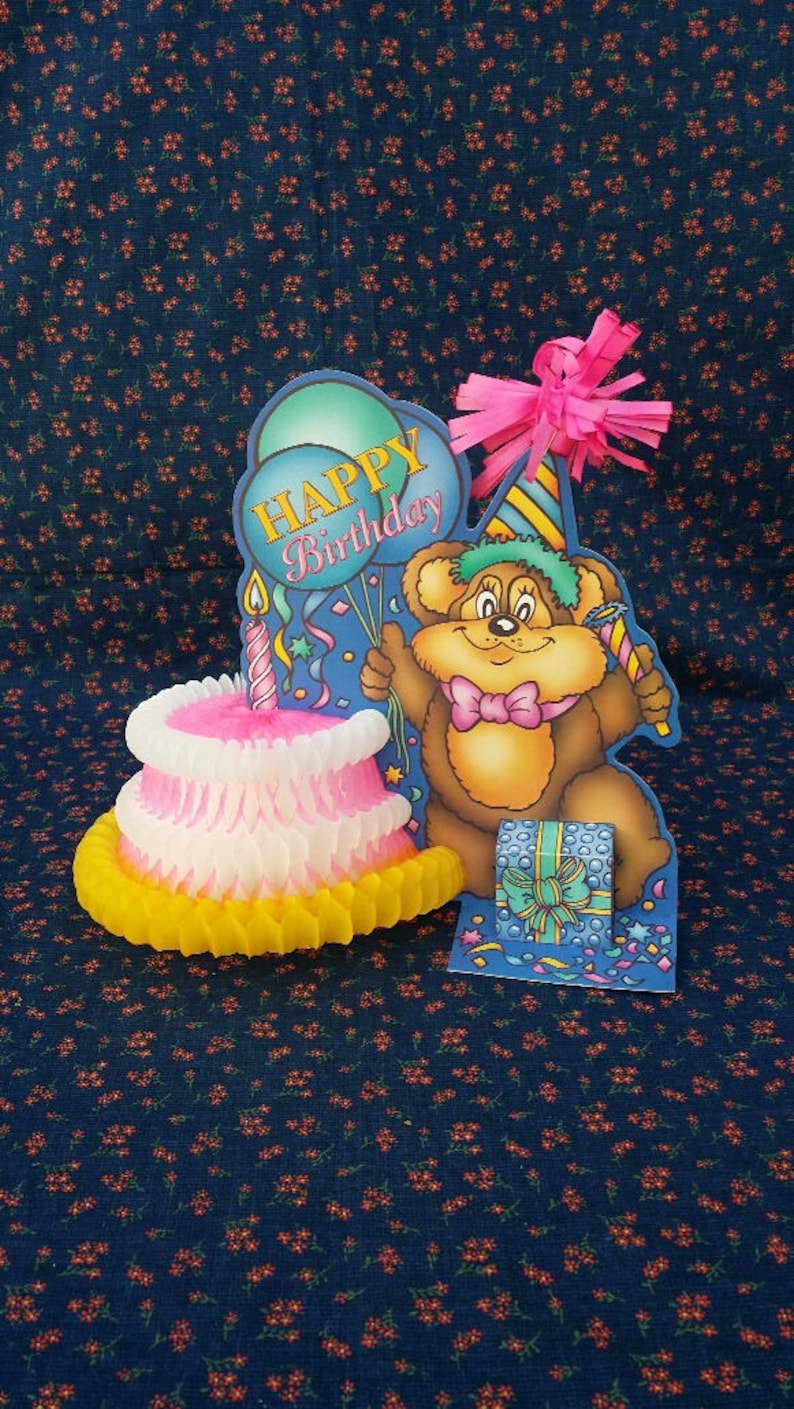 Vintage Happy Birthday Cake Bear Table Decoration Honeycomb DecorCake TopperUnique Retro Party DecorFlower SupplyDenmark