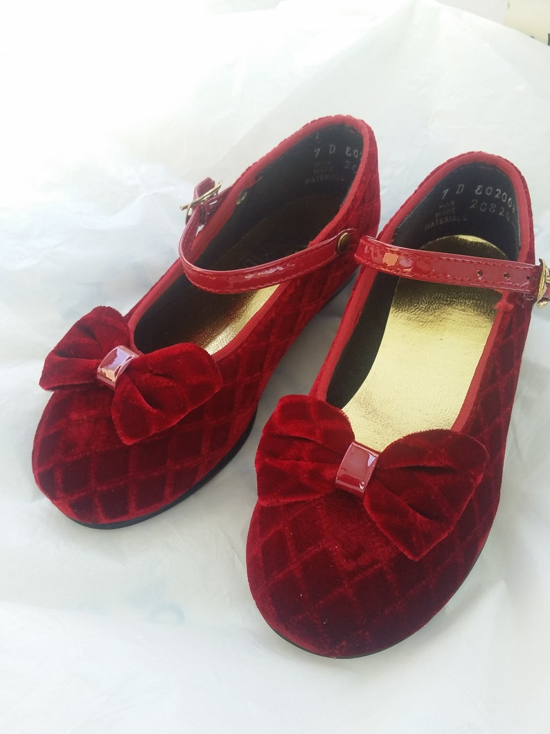 20256ec2b37447 Vintage Red Velvet Mary Jane Shoes w Buckle Quilted Mary