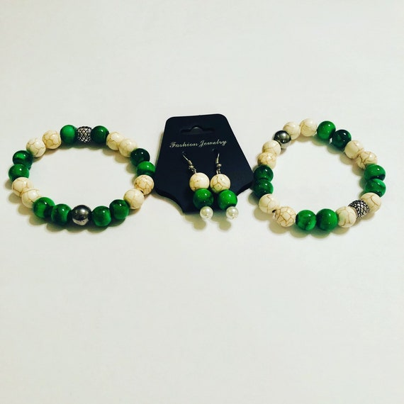 White Howlite Stone with Green Glass Bead Earring and  Bracelet Set, 8- inch Jewelry, Custom Jewellery, Gift for her, Gift for Mom