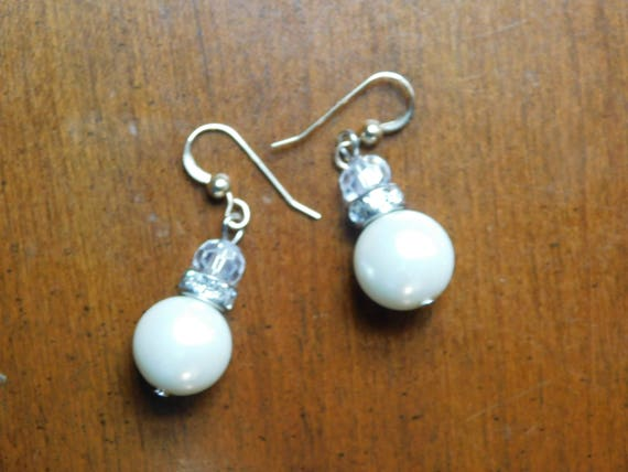White Pearl Dangle Earrings, Bridesmaids Jewelry, Handmade Jewellery, Custom made Earrings, Gift for her, Accessories, Gift for mom